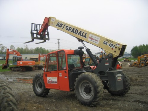 6,000 4WD Fork Lift - 42' Vertical Reach