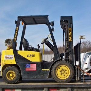 Forklift - 5,000 lb - Pneumatic tire