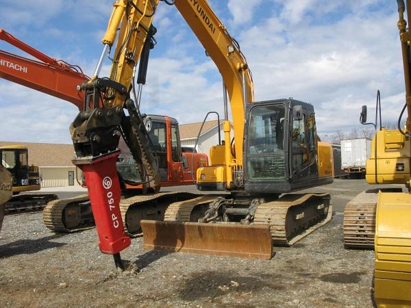 Excavator - Hyundai 140 - 35,000 lbs - w/ 3,000 lb Hydraulic Hammer