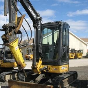 Mini Excavator Large - 10,000 lbs - w/ 500 lb Hydraulic Hammer