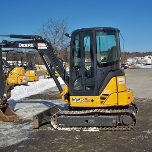 Mini Excavator Large - 10,000 lb - w/ Hydraulic Thumb
